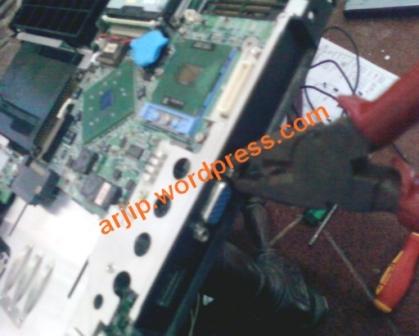 memperbaiki laptop mati total 2